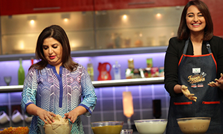 From Tea to Sindhi Curry: Sonakshi Gets Her First Cooking Lesson on Farah Ki Daawat!